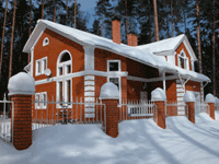 Дом из пеноблоков с облицовкой красным кирпичом