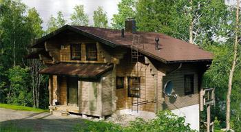 Скромный фасад, обращенный к подъездной дорожке, скрывает реальные размеры постройки. После него роскошная противоположная сторона дома, выходящая на озеро, становится для гостей приятным сюрпризом