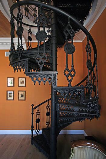 Эксклюзив - чугунная винтовая лестница